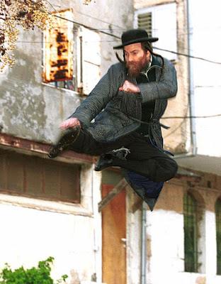 W tych zasznurowanych garach się po przewracało czy co ??? ŻYDZI TŁUKĄ Żydów !!!
